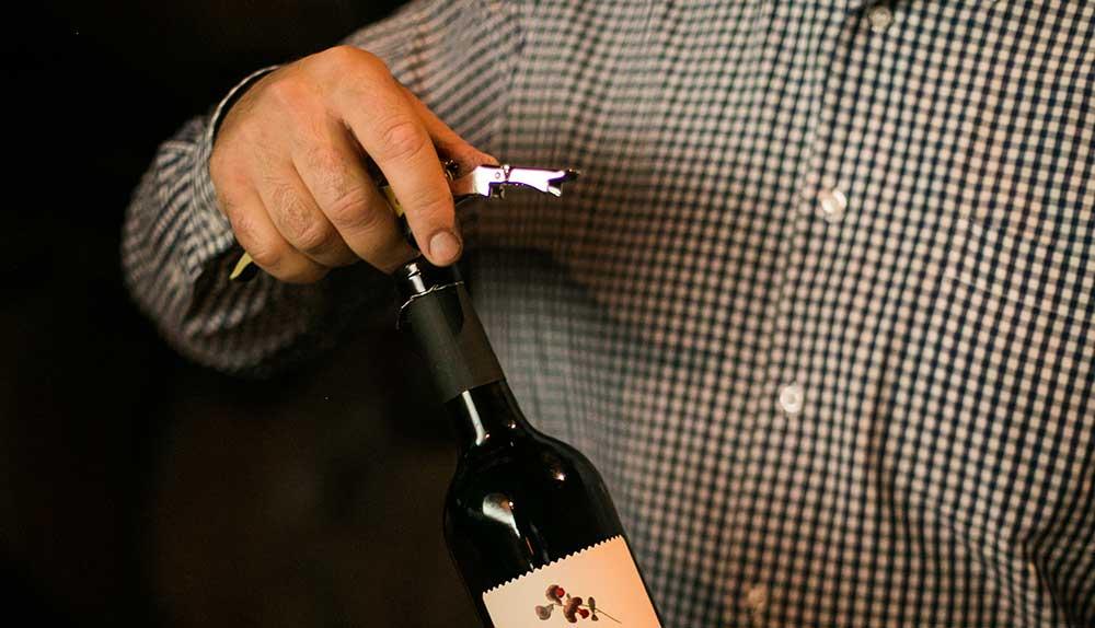 Tipos de sacacorchos y cómo utilizarlos para disfrutar de tus vinos