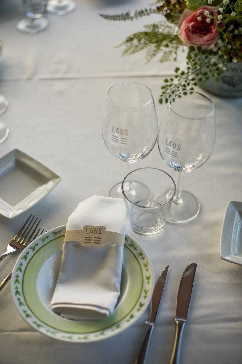 Las copas en la mesa del comedor